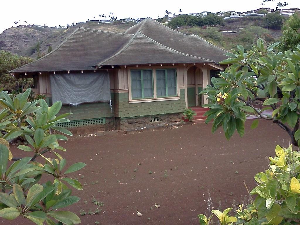 Split Roof Design: Hawaiian Architecture